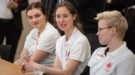 Auszubildende Jana Wernitz und Eva Henze im Dialog mit Bundesfamilienministerin Dr. Franziska Giffey