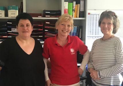 Pflegeausbildung Rechts und links Praxisanleiterinnen und ich in der Mitte